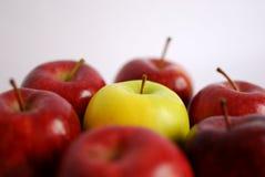 желтый цвет окруженный яблоком Стоковые Изображения RF