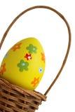 желтый цвет пасхального яйца корзины Стоковая Фотография RF