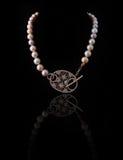 желтый цвет перлы ожерелья диаманта белый Стоковое Изображение