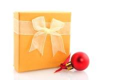 желтый цвет подарка на рождество стоковые изображения rf