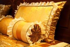 желтый цвет подушек стоковые фотографии rf