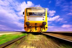 желтый цвет поезда Стоковая Фотография