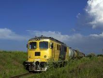 желтый цвет поезда Стоковое Изображение