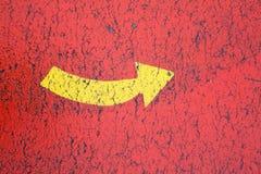 желтый цвет предпосылки стрелки красный Стоковые Изображения RF