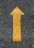 желтый цвет препровождаемый стрелкой Стоковые Изображения RF
