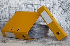 желтый цвет проекта вороха скоросшивателя чертежей стоковая фотография rf