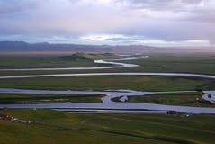 желтый цвет реки кривого мирный Стоковое Изображение