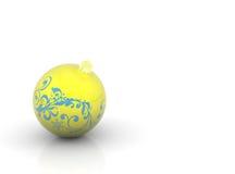 желтый цвет рождества шарика Стоковая Фотография RF