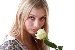 желтый цвет розы девушки Стоковые Фотографии RF