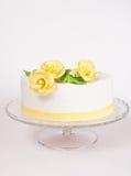 желтый цвет роз торта Стоковое фото RF
