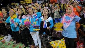 желтый цвет рубашки протеста bangkok центральный Стоковое Фото