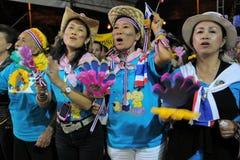 желтый цвет рубашки протеста bangkok центральный Стоковая Фотография