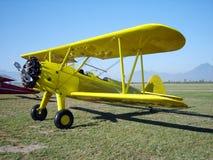 желтый цвет самолет-биплана воздушных судн Стоковое Изображение RF