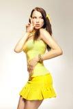 желтый цвет секса девушки платья Стоковая Фотография RF