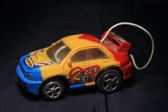 Желтый цвет, синь и красный цвет тележки игрушки стоковая фотография