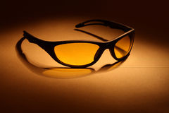 желтый цвет солнечных очков объектива Стоковые Изображения RF