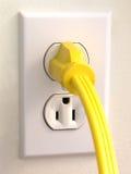 желтый цвет стены штепсельной вилки выхода Стоковое Изображение