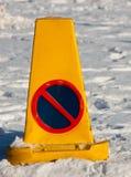 желтый цвет стоянкы автомобилей конуса Стоковые Фото