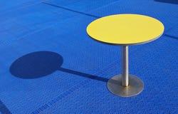 желтый цвет таблицы Стоковое Фото