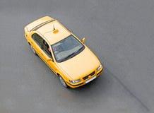 желтый цвет таксомотора кабины стоковая фотография rf