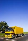 желтый цвет тележки Стоковое фото RF