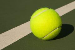 желтый цвет тенниса 3 шариков стоковое изображение