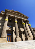 желтый цвет тесемок здания суда Стоковые Фото
