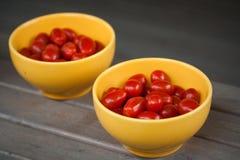 желтый цвет томатов вишни шара Стоковые Фотографии RF