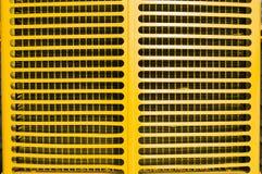 желтый цвет трактора решетки стоковые фотографии rf