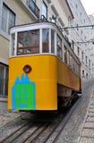 желтый цвет трама lisbon Португалии Стоковые Фото