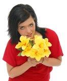 желтый цвет удерживания девушки цветков Стоковые Фотографии RF