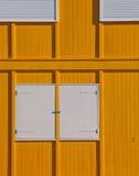 желтый цвет фасада белый Стоковое фото RF