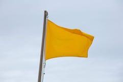 желтый цвет флага пляжа Стоковое Изображение