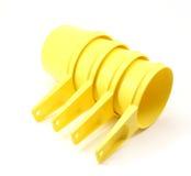 желтый цвет чашек 4 измеряя стоковое изображение