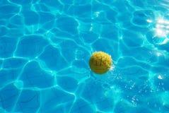 желтый цвет шарика Стоковое Изображение