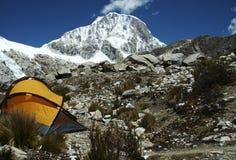 желтый цвет шатра горы Стоковое Изображение