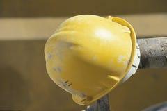 желтый цвет шлема Стоковое Изображение