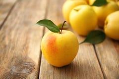 желтый цвет яблока зрелый Стоковая Фотография