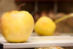 желтый цвет яблока Стоковые Фото
