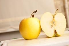 желтый цвет яблока Стоковые Фотографии RF