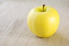 желтый цвет яблока Стоковая Фотография