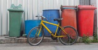 желтый цвет bike старый Стоковое фото RF