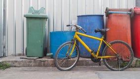 желтый цвет bike старый Стоковое Изображение