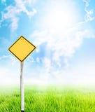 желтый цвет guidepost Стоковые Фотографии RF