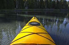 желтый цвет kayak Стоковые Фотографии RF