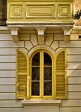 желтый цвет louvered окна Стоковые Фото