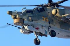 ЖЕЛТЫЙ ЦВЕТ Mil Mi-28N 35 русской военновоздушной силы на Chkalovsky Стоковые Изображения