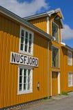 желтый цвет nusfjord дома стоковая фотография rf