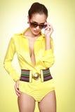 желтый цвет swimsuit красивейшей девушки сексуальный Стоковое фото RF