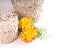 желтый цвет wicker цветков корзин померанцовый Стоковые Фото